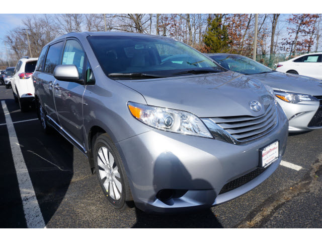 new 2017 toyota sienna le awd 7 passenger natl awd le 7 passenger 4dr mini van in eatontown. Black Bedroom Furniture Sets. Home Design Ideas
