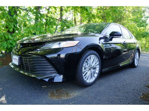 New 2019 Toyota Camry FWD XLE 4dr Sedan